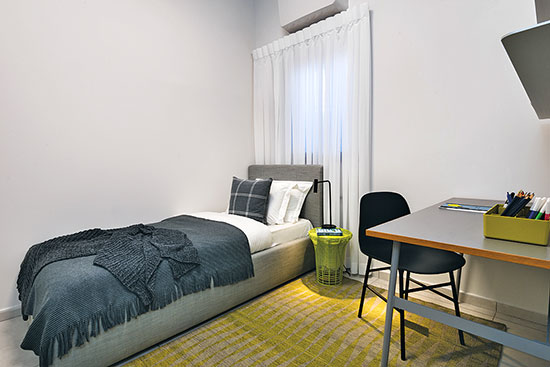 חדר שינה לילד אחד בפרויקט הרצליה הילס / צילום: רגב כלף