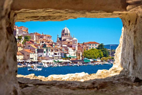 הנמל הקטן בעיירה קמולי בריביירה האיטלקית/ צילום:Shutterstock | א.ס.א.פ קריאייטיב