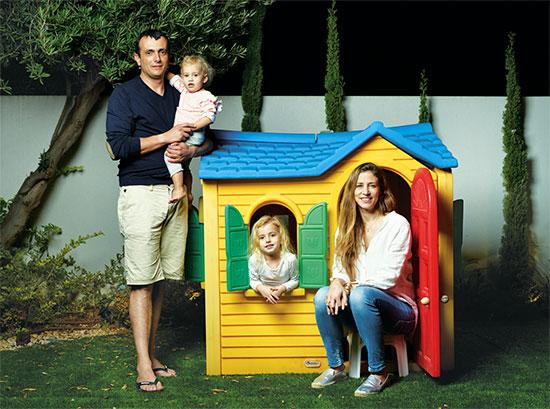 """שי באב""""ד עם משפחתו / צילום: יונתן בלום, גלובס"""