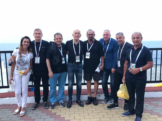 ויצמן  עם אהוד אולמרט, חיים רמון וחברים נוספים במהלך המונדיאל האחרון ברוסיה. /צילום פרטי