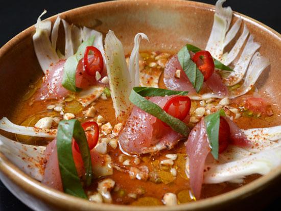 קרודו של דג ילו טייל באבק עגבניות ומי עגבניה / צילום: יאיל יצהר