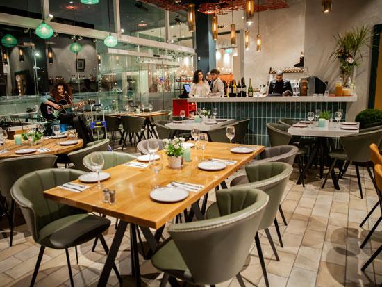 מסעדת לונא / צילום: עיסאם חרט'ביל