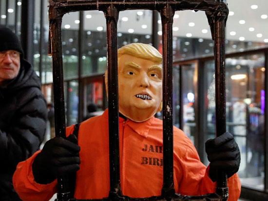 הפגנה להדחת טראמפ / צילום:-KAMIL KRZACZYNSKI