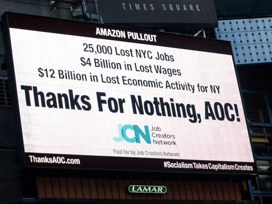 שלט בניו יורק שמבקר את אוקסיו קורטז/ צילום: Brendan-McDermid-REUTERS