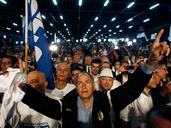 ליכודניקים חוגגים את הניצחון בבחירות 2015/צילום:רויטרס - Amir Cohen