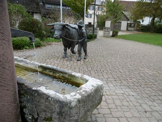 פסל שמנציח את ענף הפרנסה המקומי/ צילום :לשכת התיירות הגרמנית