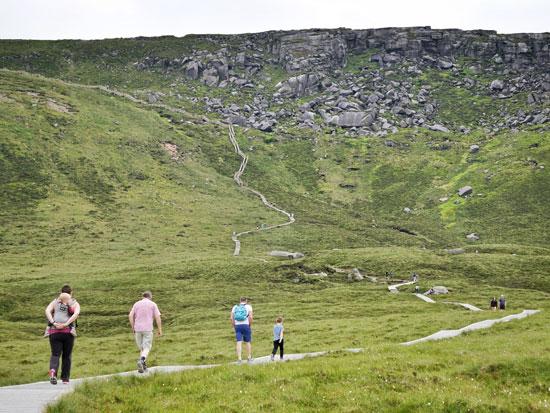 שביל הליכה בהר cuilcagh/  צילום: Shutterstock א.ס.א.פ קריאייטיב