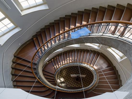 גרם המדרגות בבניין המרכזי של אוניברסיטת הבאוהאוס בויימאר / צילום: shutterstock