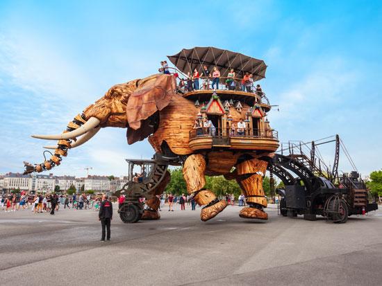 פיל מכני  באי המכונות בנאנט / צילום: Shutterstock/א.ס.א.פ קרייטיב