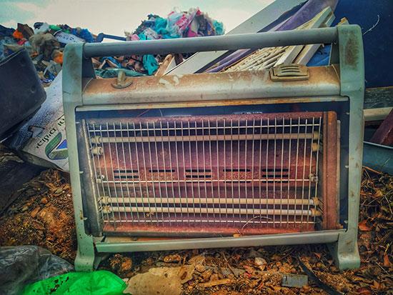 תנור שנזרק במהלך חג הפסח / צילום: חזי נקש, פארק דודאים