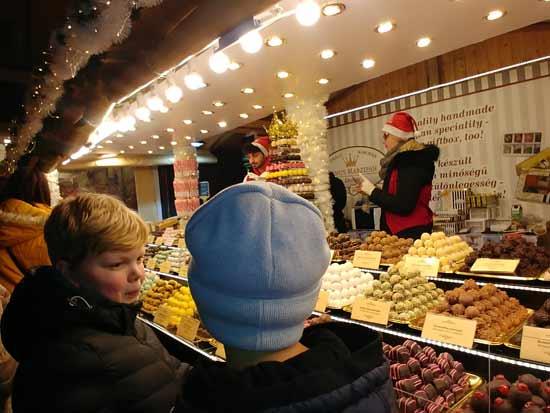 דוכני ממתקים/ צילום: רויטל חורש