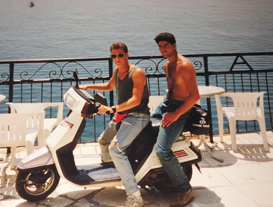 הראל גילאון (משמאל) ביוון / צילום: אלבום פרטי