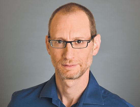 ניר צרפתי, מנהל מחלקת מחקר, מור בית השקעות  / צילום: בועז צרפתי,