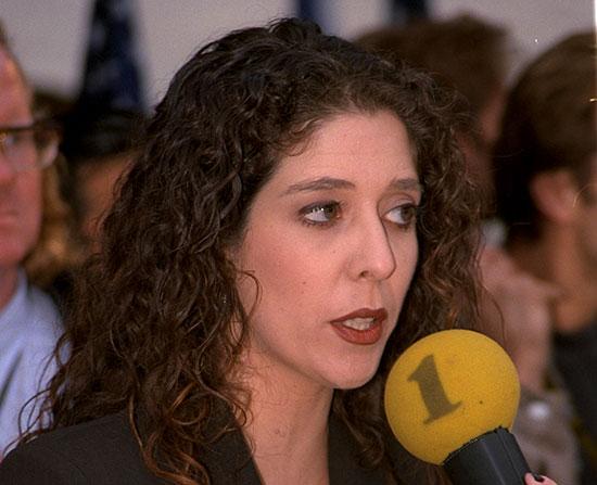"""קרן נויבך ככתבת מדינית ב־98' / צילום: סער יעקב - לע""""מ"""