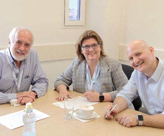 ישי אמיר (מימין), שריל קהאנק ובני לנדא  / צילום: לנדא דיגיטל פרינטינג