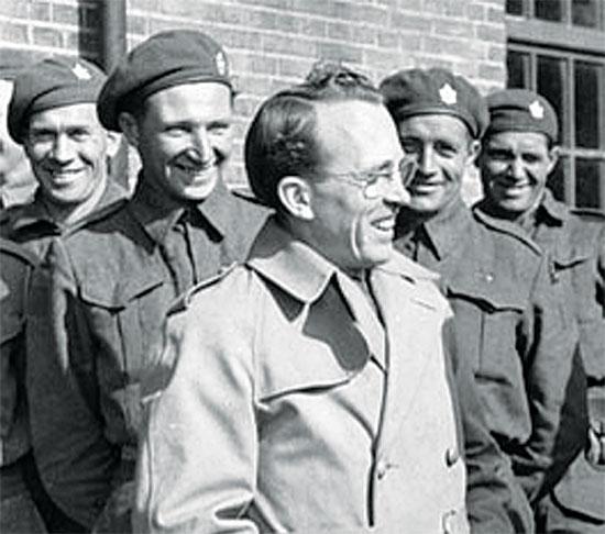מייסד מערכת הבריאות הקנדית טומי דגלאס / צילום: ויקיפדיה