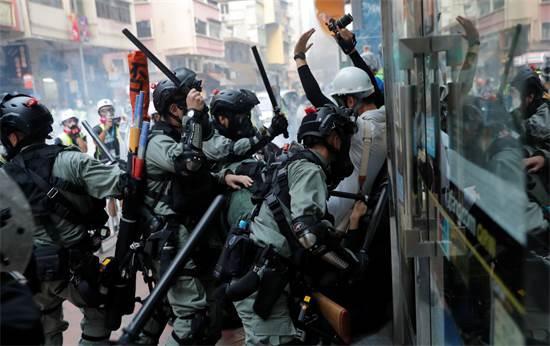הפגנות אלימות בהונג קונג לצד חגיגות 70 שנה למפלגה הקומוניסטית בסין / צילום: רויטרס, Susana Vera