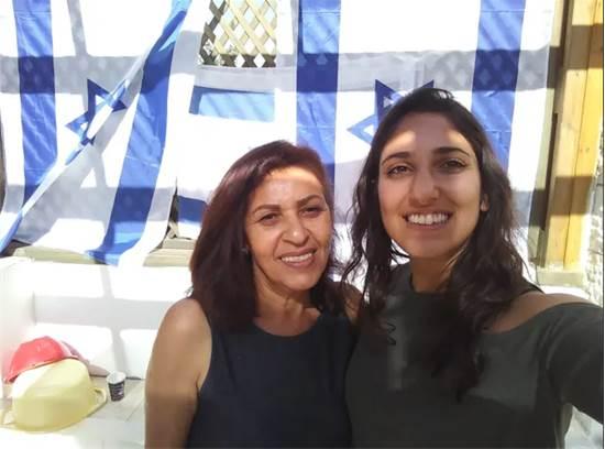נעמה יששכר יחד עם אימא יפה / צילום: באדיבות המשפחה