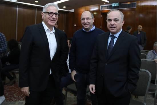 יובל שטייניץ, אבי ניסנקורן ואמיר חייק באירוע מצביעים כלכלה \ צילום: כדיה לוי