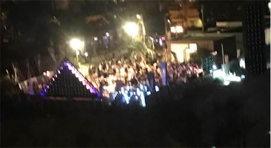 משקיפים על המסיבה / צילום: תמונה פרטית