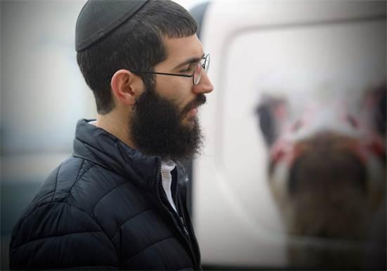 אוריאל מצפת עם ניידת הבחירות \ צילום: שלומי יוסף