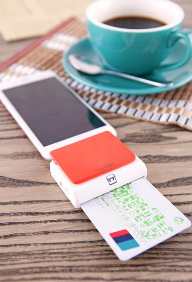 הסינים מעדיפים לשלם בנייד על כל החופשה/צילום: Shutterstock/א.ס.א.פ קרייטיב