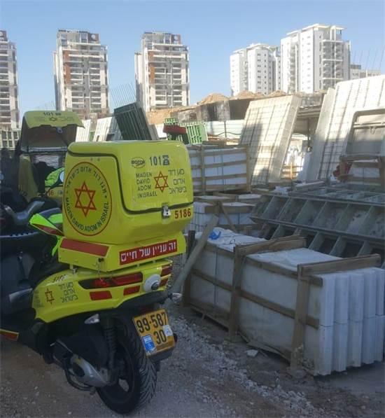 """תאונת בנייה בבאר יעקב / צילום: מד""""א"""