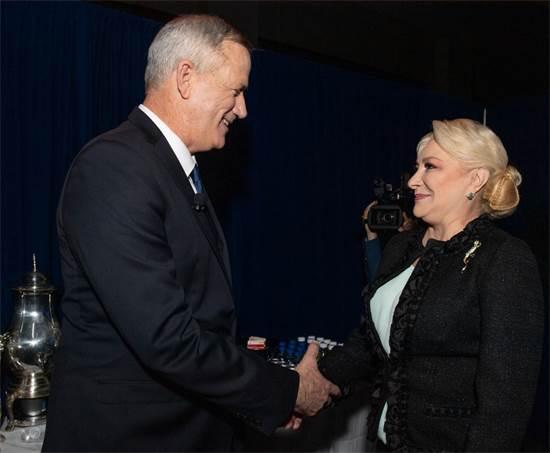 בני גנץ וראש ממשלת רומניה, ויוריקה דנצ'ילה / צילום: אלכסי רוזנפלד