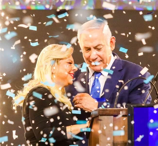 ראש הממשלה ורעייתו בנאום הניצחון \ צילום: שלומי יוסף