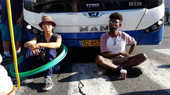 חסימות אוטובוסים בהפגנת יוצאי אתיופיה / צילום: אמיר מאירי