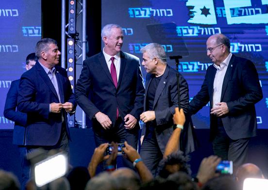 צמרת כחול לבן לאחר פרסום תוצאות המדגם בבחירות לכנסת ה-22  / צילום: כדיה לוי