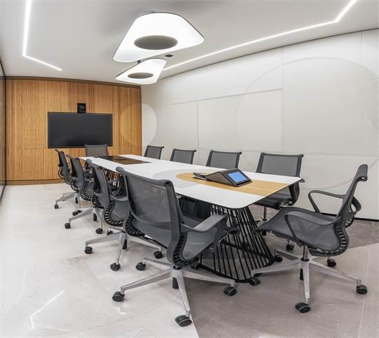 חדר הישיבות במתחם WEBIZ. כולל טכנולוגיה מתקדמת / צילום: אריה בורלא