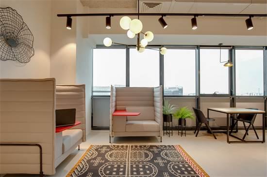 מרחב עבודה של Regus. הישיבה המשותפת מעודדת יצירתיות/צילום: Meero