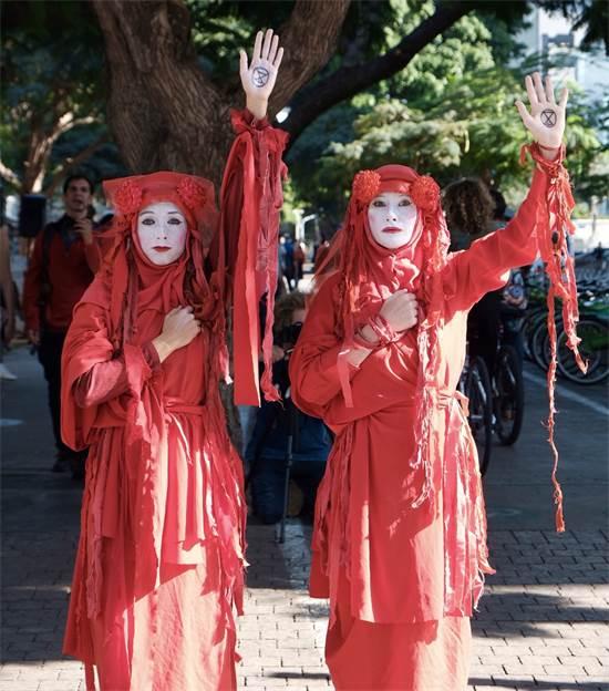 """מפגיני """"המרד בהכחדה"""" / צילום: שני אשכנזי, גלובס"""