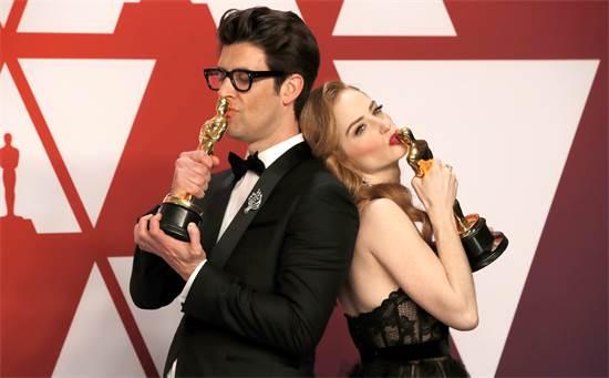 גיא נתיב וזוגתו ג'יימי ריי ניומן, זוכי האוסקר לסרט הקצר הטוב ביותר / צילום: REUTERS/Mike Segar