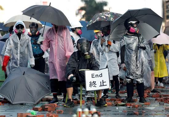 מפגינים בהונג קונג בסוף השבוע האחרון / צילום: Adnan Abidi, רויטרס