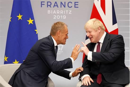 בוריס ג'ונסון וראש ממשלת האיחוד האירופי, דונלד טאסק משתעשעים / צילום: רויטרס