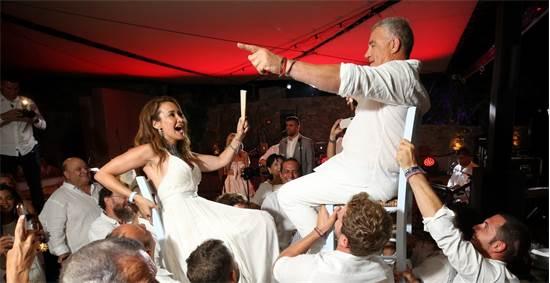 חגיגות עשור לנישואין של עידן ובתיה עופר במיקונוס / צילום: ערן בארי