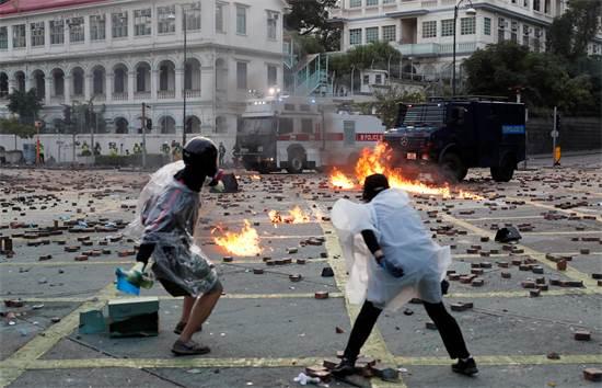 מפגינים במחאה בהונג קונג בסוף השבוע האחרון / צילום: Tyrone Siu, רויטרס