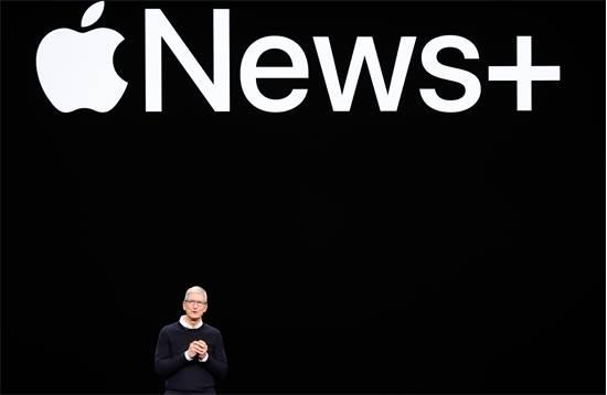 """טים קוק מנכ""""ל אפל באירוע ההשקה /  REUTERS/Stephen Lam"""