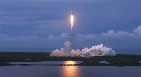 """שיגור הלווין עמוס 17  / צילום: ספייס-אקס, יח""""צ"""