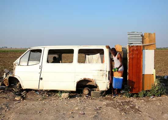 תנאי מגורים של מהגר באיטליה/  צילום:רויטרס ALESSANDRO-BIANCHI
