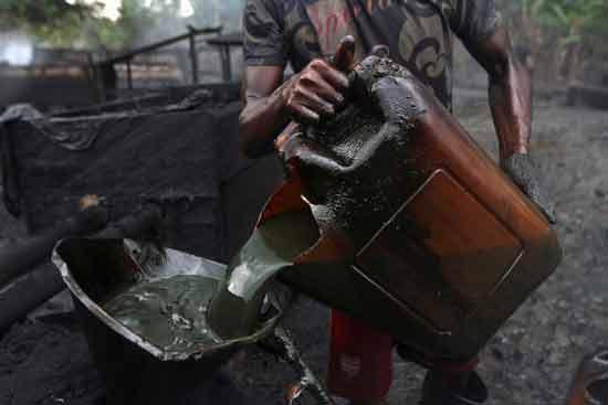 נפט בניגריה /צילום: רויטרס, Akintunde Akinleye