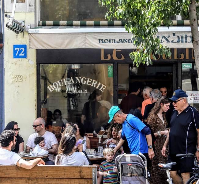 בית קפה בתל-אביב / צילום: שלומי יוסף