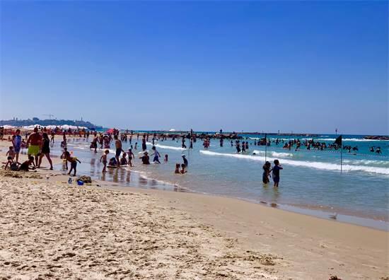 חוף הים בתל אביב ביום הבחירות לכנסת ה-22 / צילום: שני אשכנזי, גלובס
