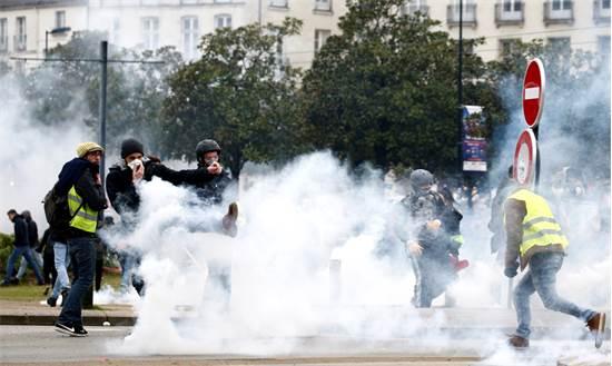 מחאת האפודים הזוהרים בצרפת / REUTERS/Stephane Mahe
