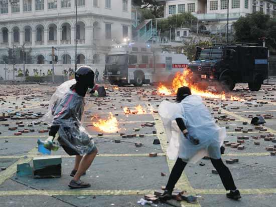 מפגינים בהונג קונג/ צילום: רויטרס