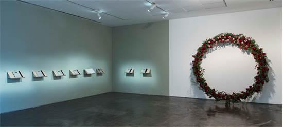 """המיצב """"שבעה ימים"""" של נעמי סלייני מפתח תקווה / צילום: גל דרן"""