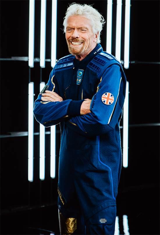 ריצ'ארד ברנסון בחליפת חלל של אנדר ארמור / צילום: Virgin Galactic