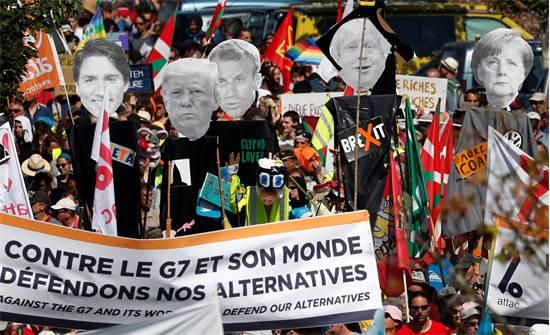 מפגינים נגד גלובליזציה בצרפת, נגד פסגת G7 / צילום: רויטרס